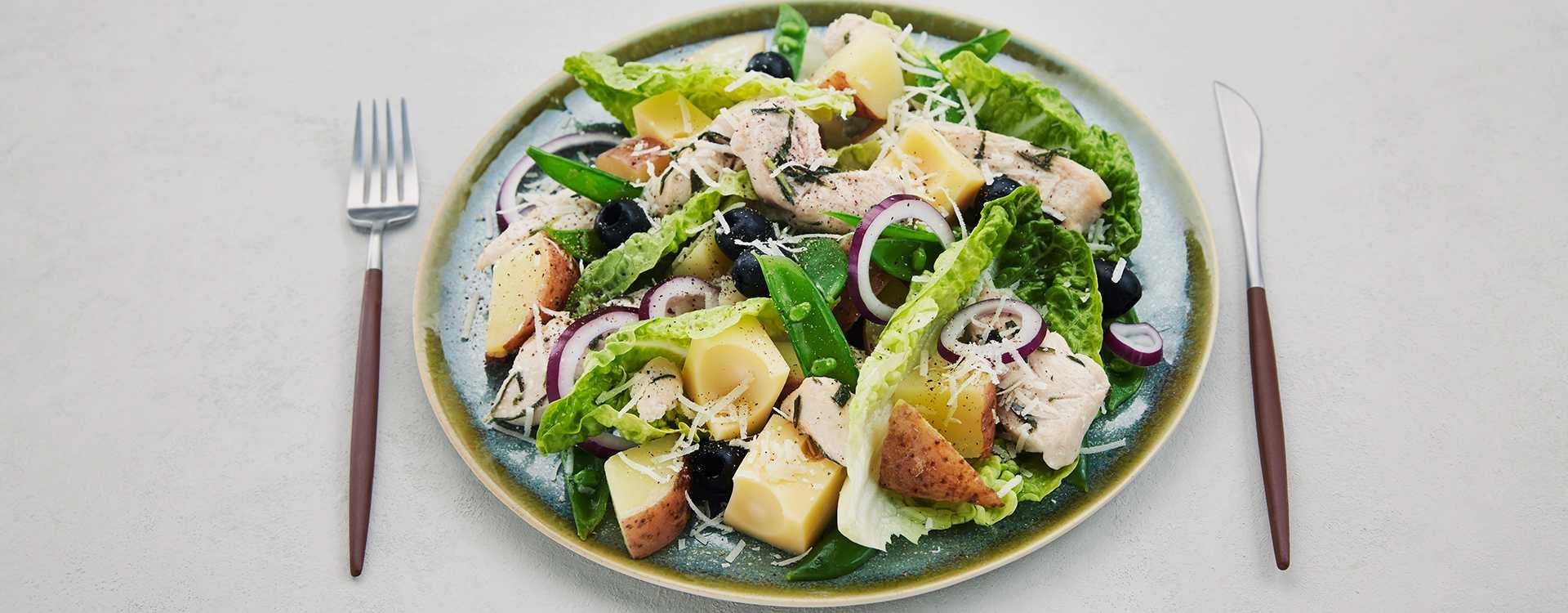 Spansk kyllingsalat med oliven og ost