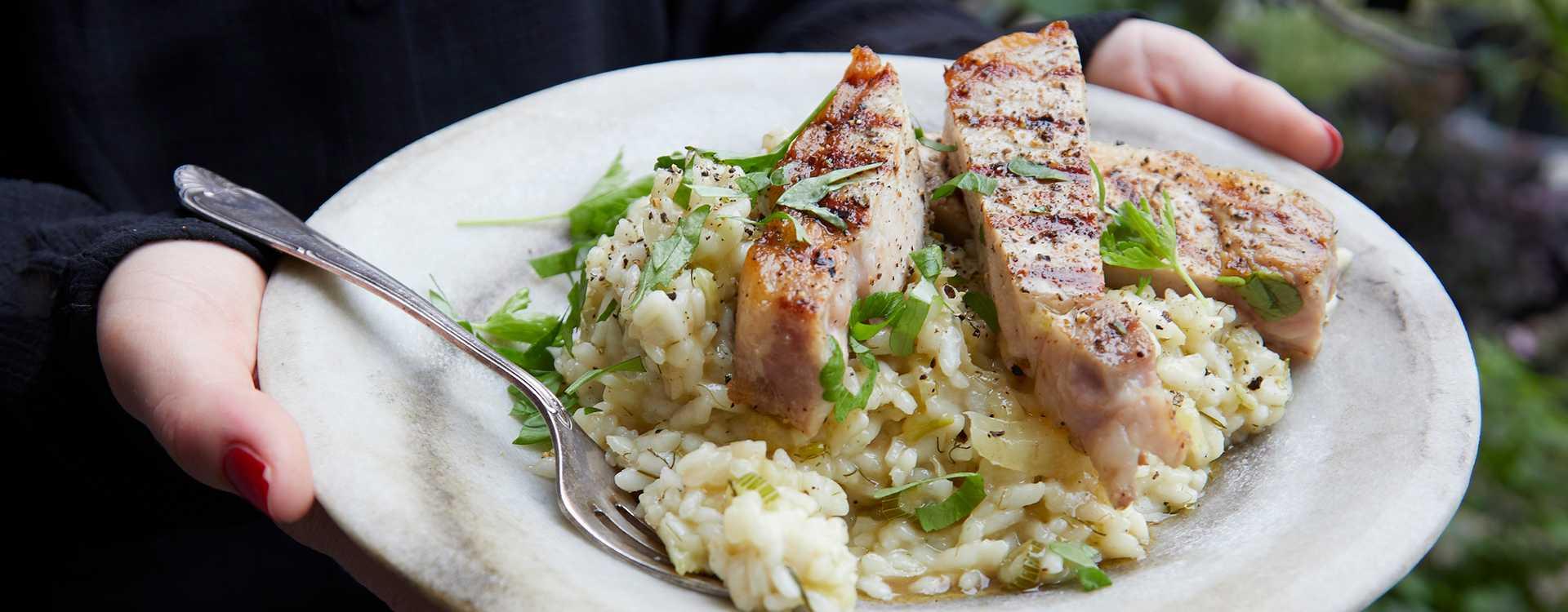 Grillede svinekoteletter med fennikelrisotto