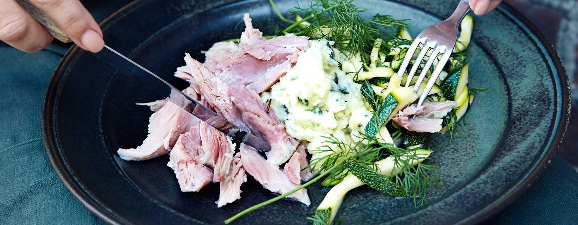 Kokt svineknoke med syltet squash og potetmos med urter