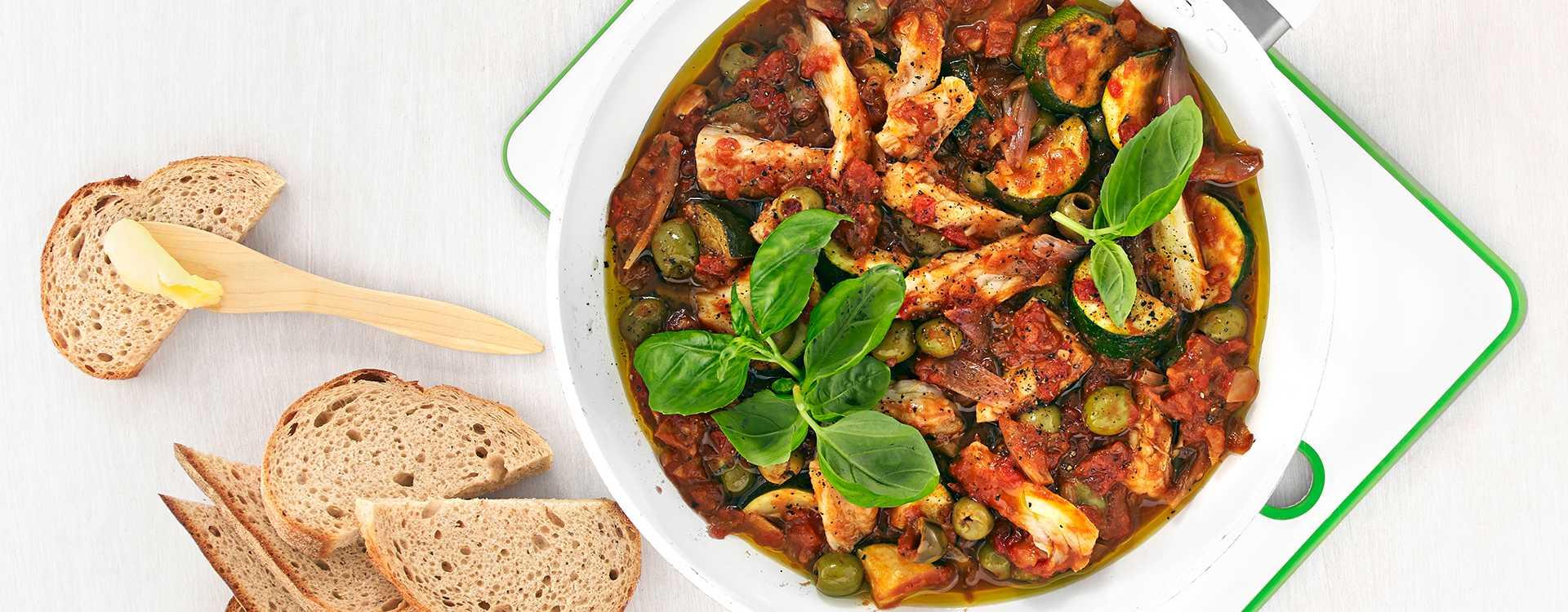 Klippfisk i panne med squash, aubergine og oliven