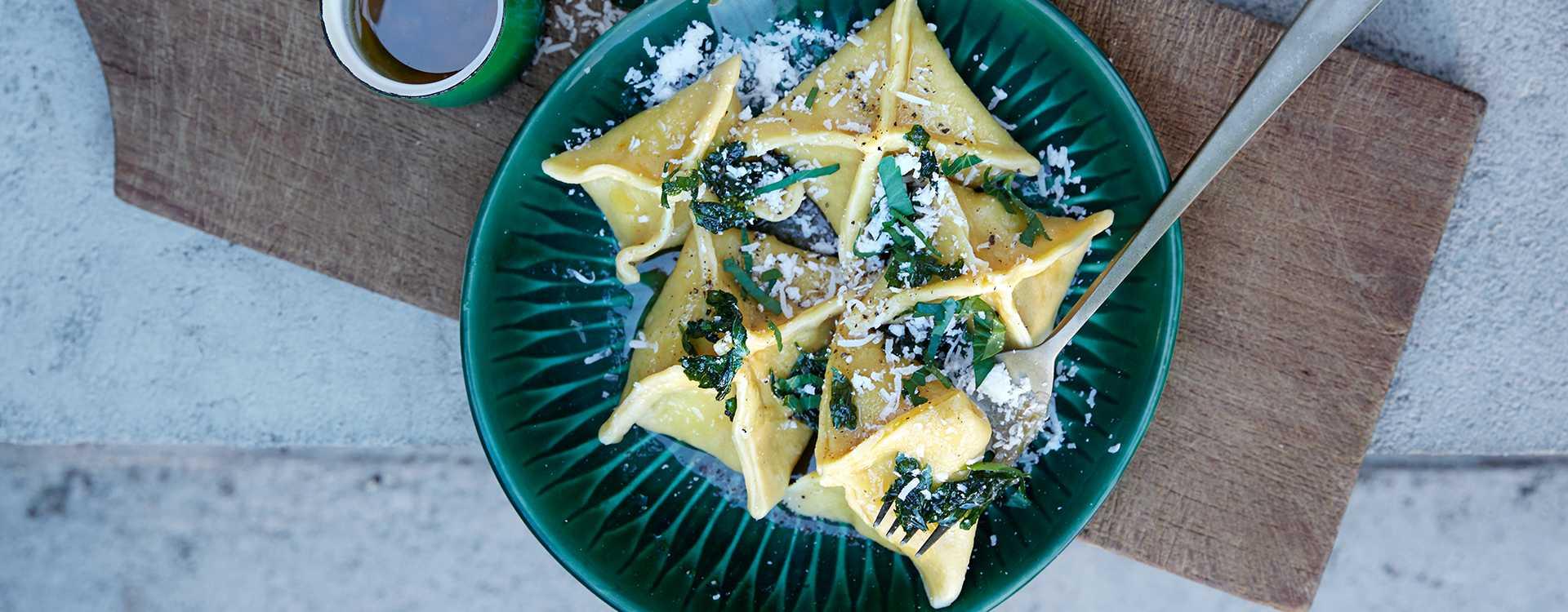 Tortelli fra Toscana med røkelaks og persille
