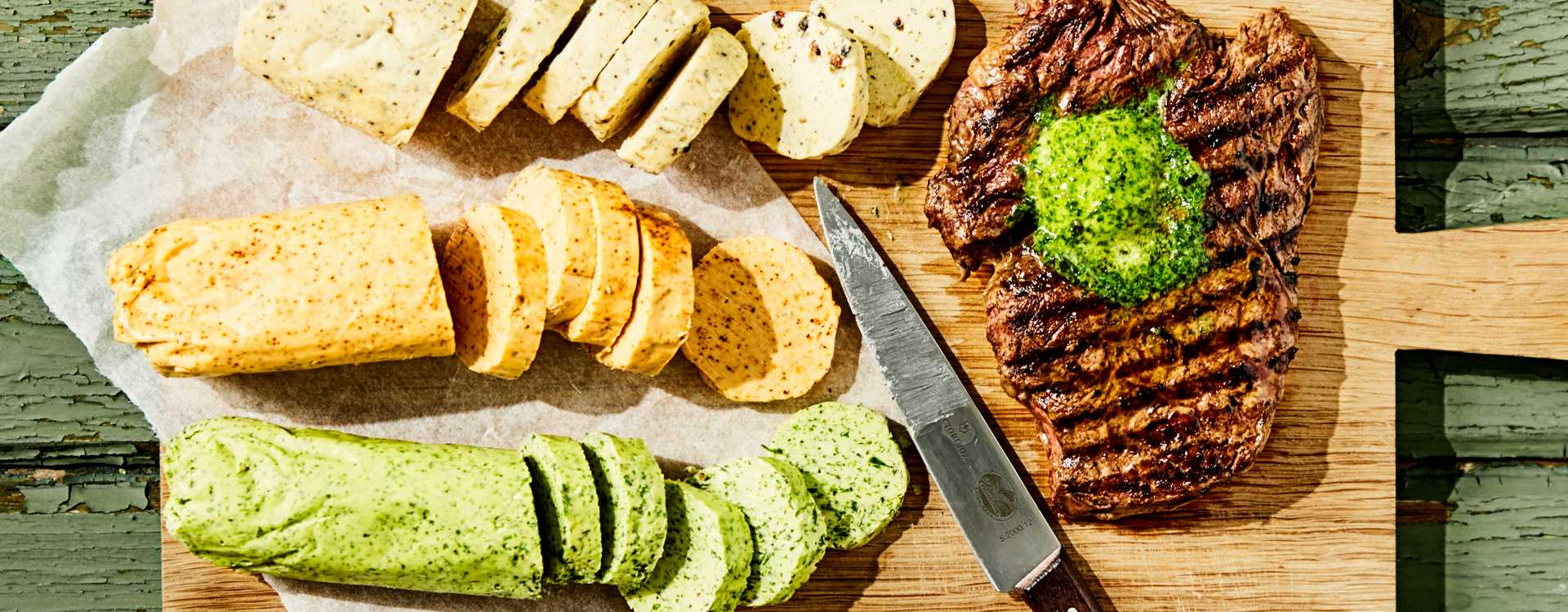 Grønne urter- og hvitløksmør, chili- og limesmør og pepper, pecorino og grana padano-smør