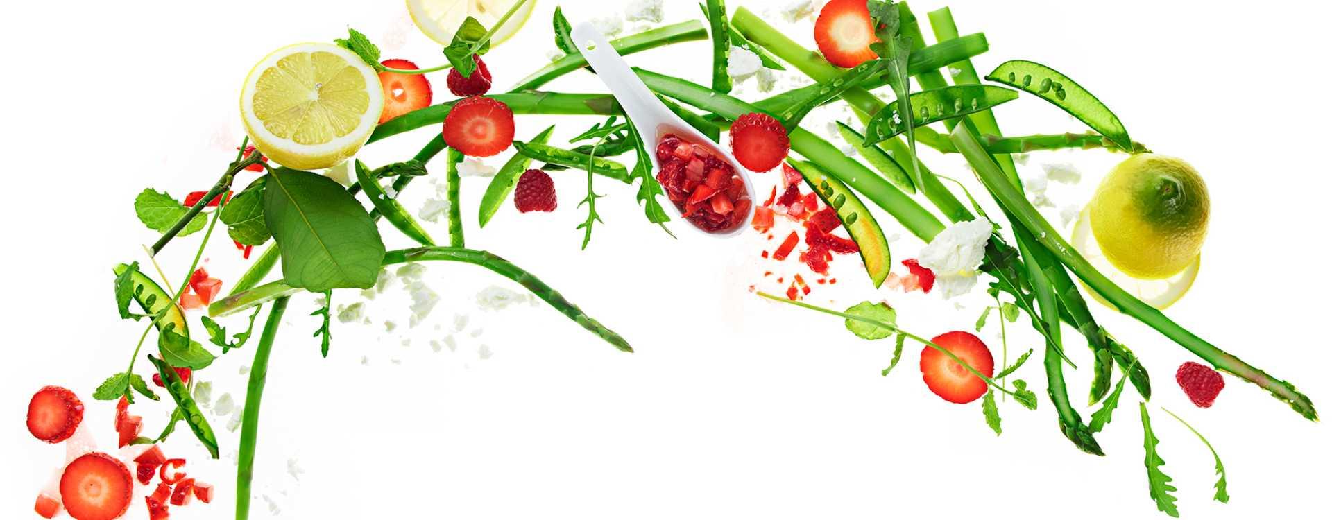 Aspargessalat med bærvinaigrette og fetaost