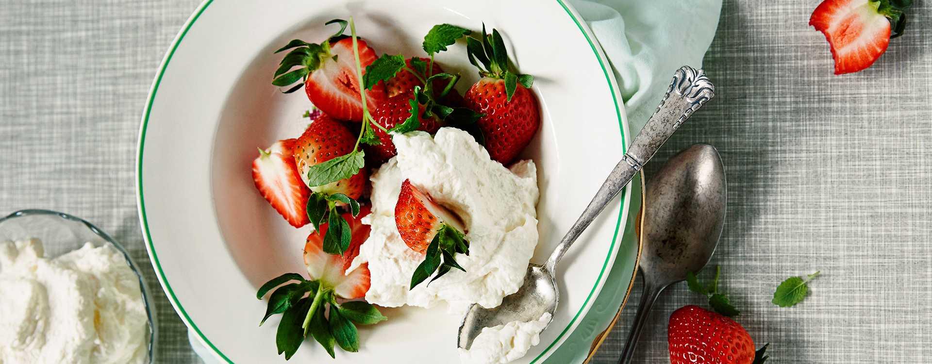 Jordbær med sitronmelisse og mascarpone-krem