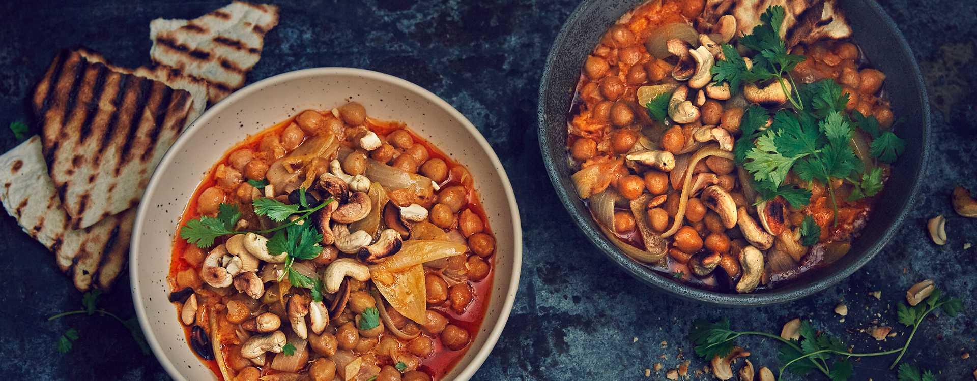 Kikertcurry med cashewnøtter og tortilla
