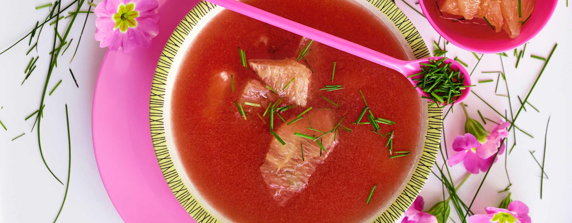 Kald suppe av tomat og vannmelon med grapefrukt