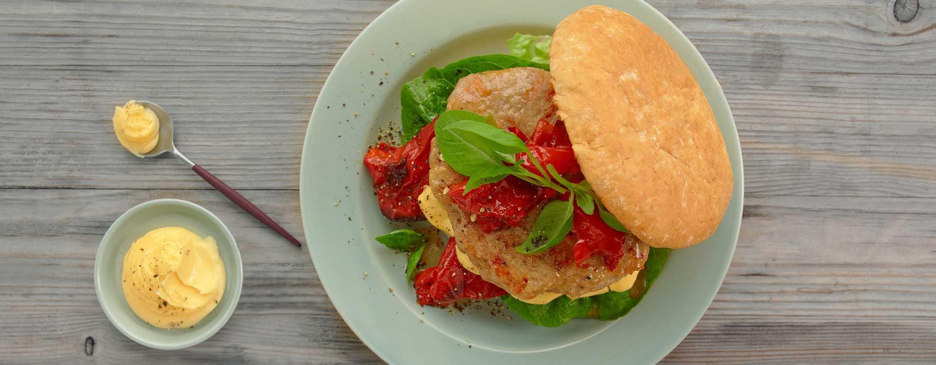 Kyllingburger med bakt paprika