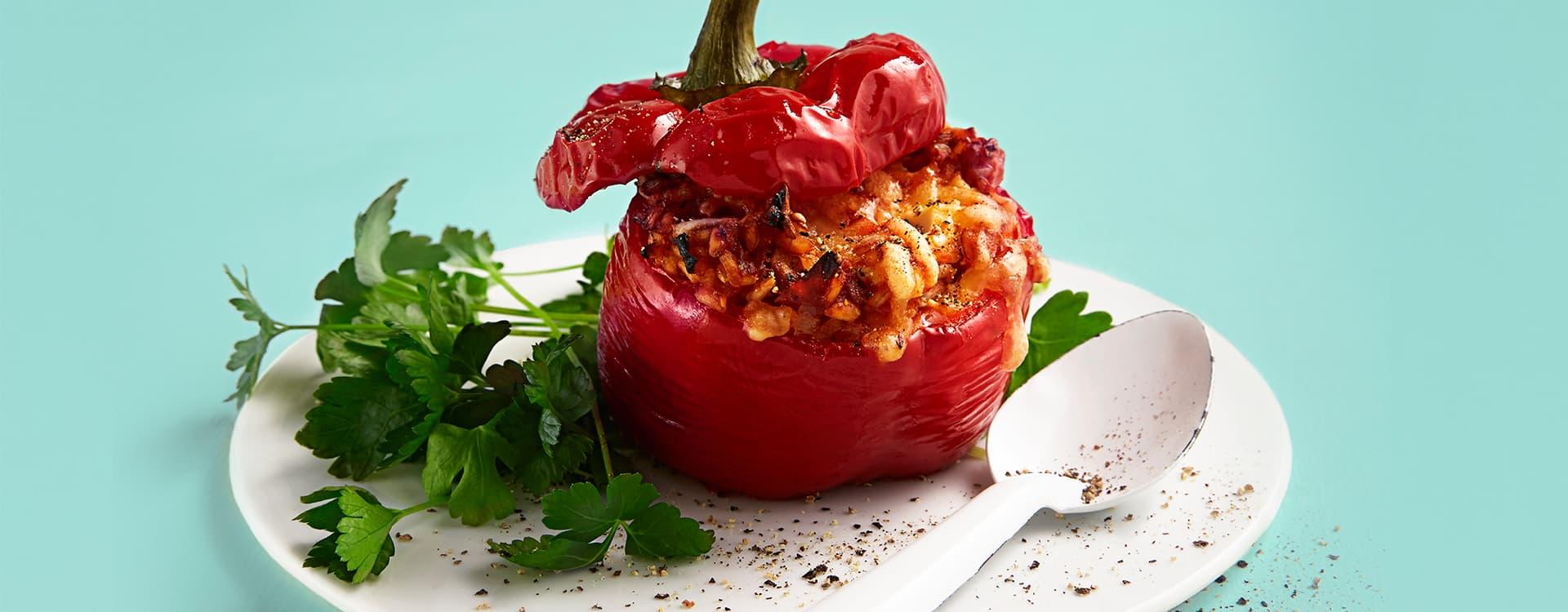 Fylt paprika med fullkornsris, chili og ost