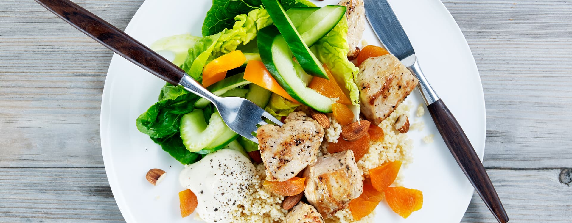 Kyllingfilet med cous- cous, mandel og aprikos