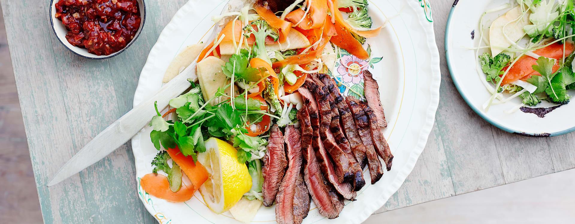 Grillet flat iron steak med hjemmelaget BBQ-saus