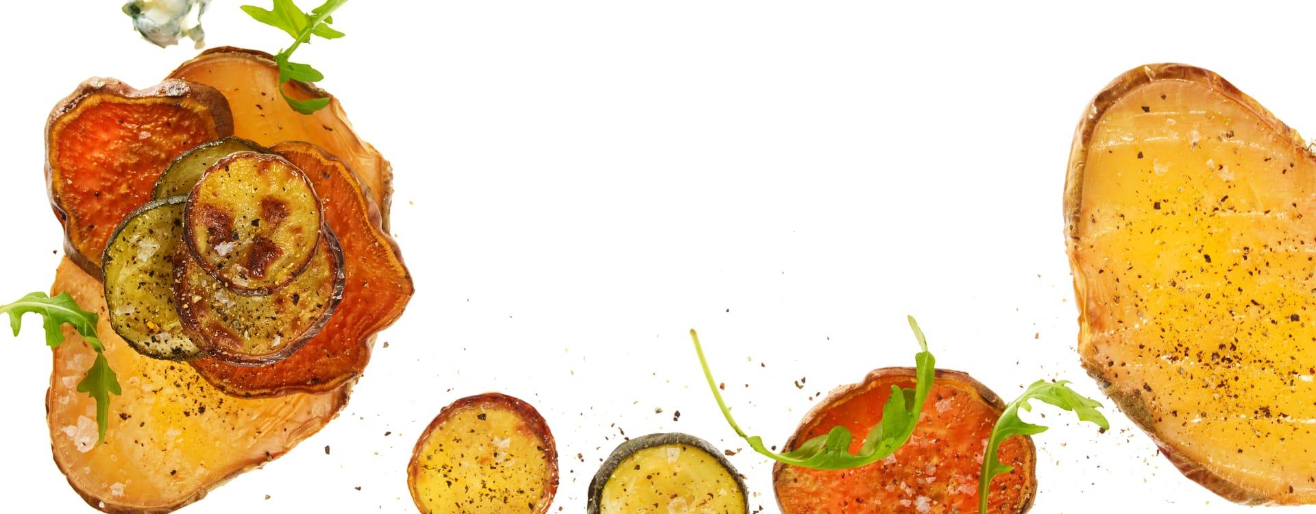 Ovnsbakte grønnsakstårn med rucculakrem
