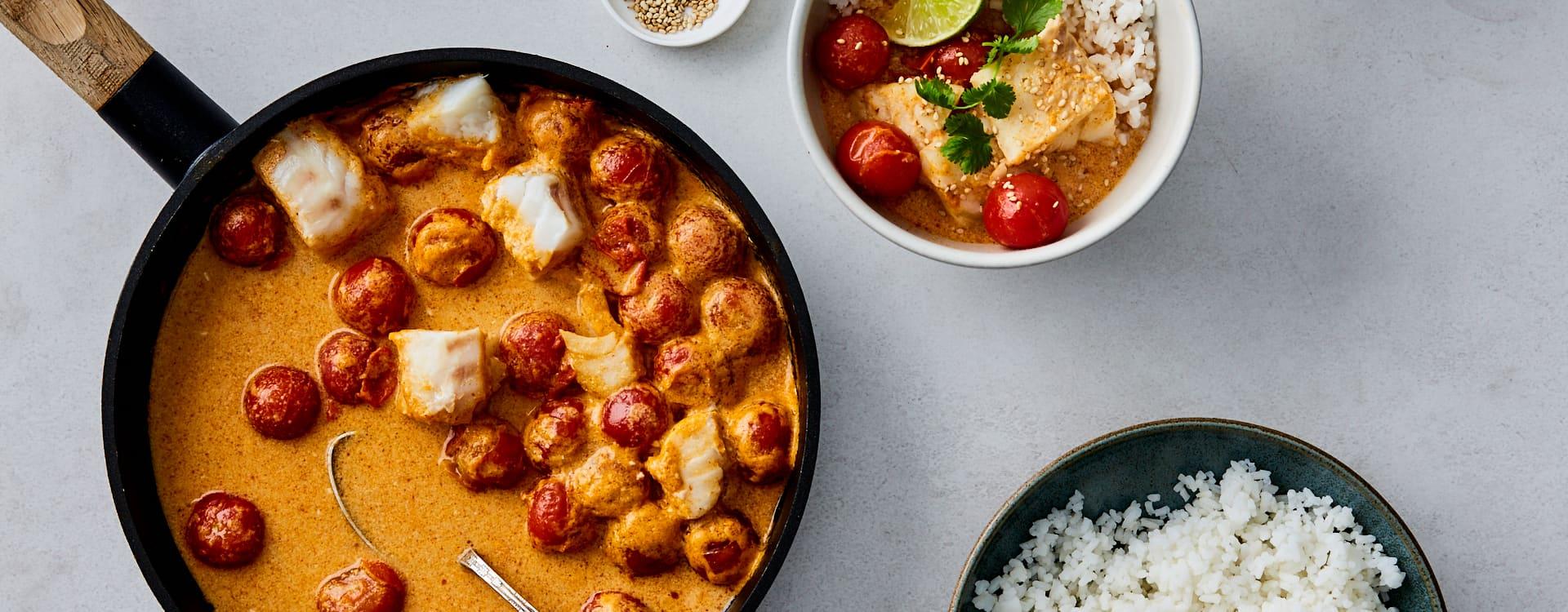 Rød torskecurry med cherrytomater