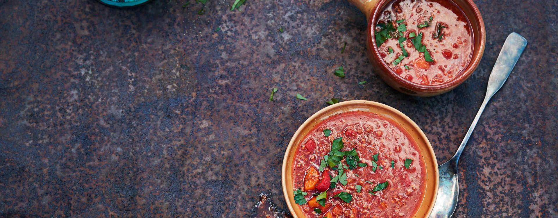 Krydret gulasjsuppe med linser og kjøttdeig av storfe