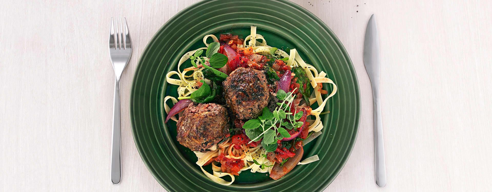 Fetaostfylte karbonader med tomatsaus og tagliatelle