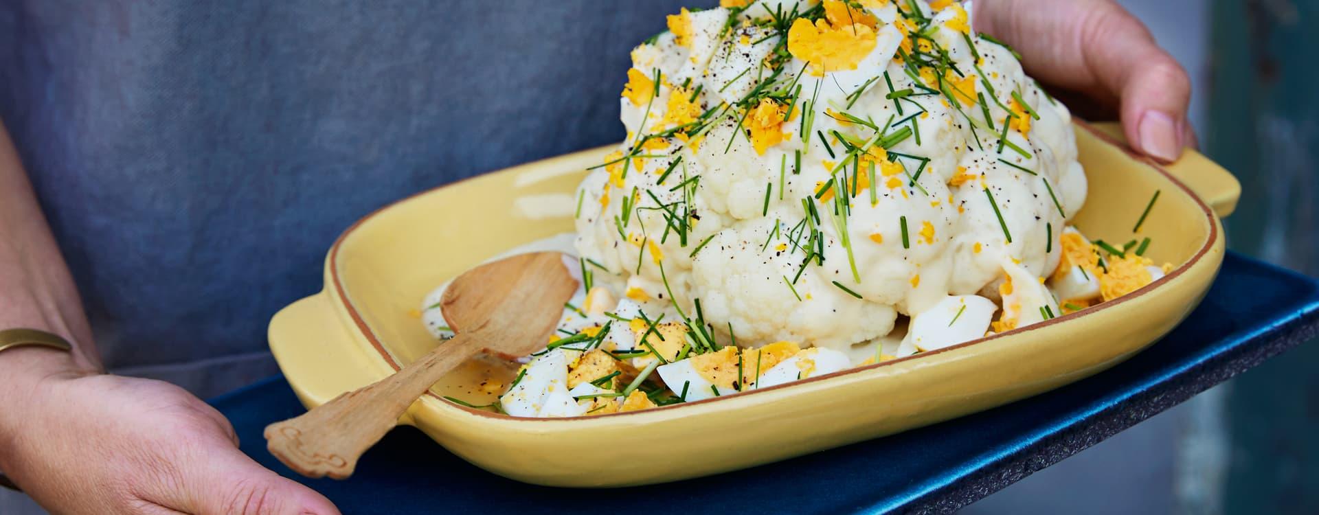 Kokt blomkål med béchamelsaus, egg og gressløk