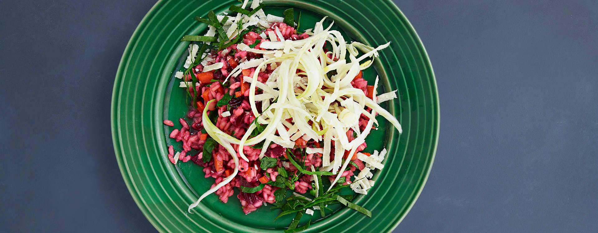 Rødbetrisotto med gulrot, fennikel og lime