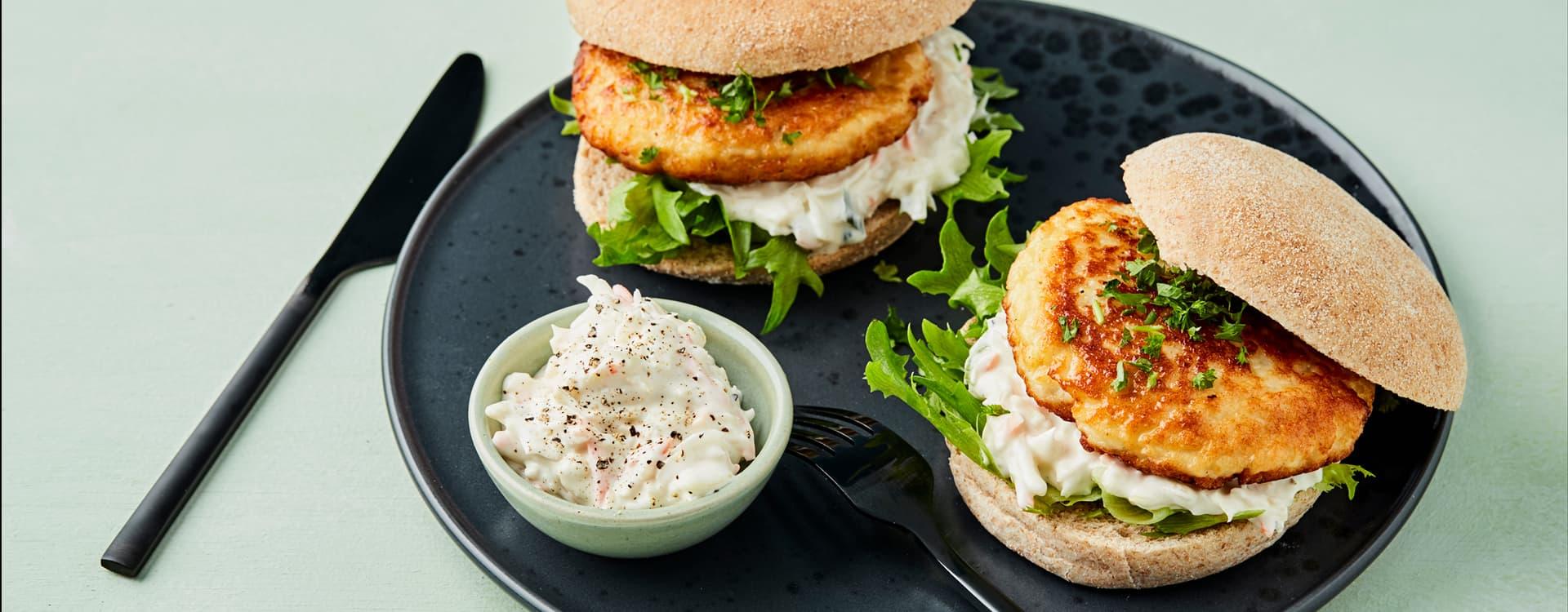 Fiskeburgere med crispysalat