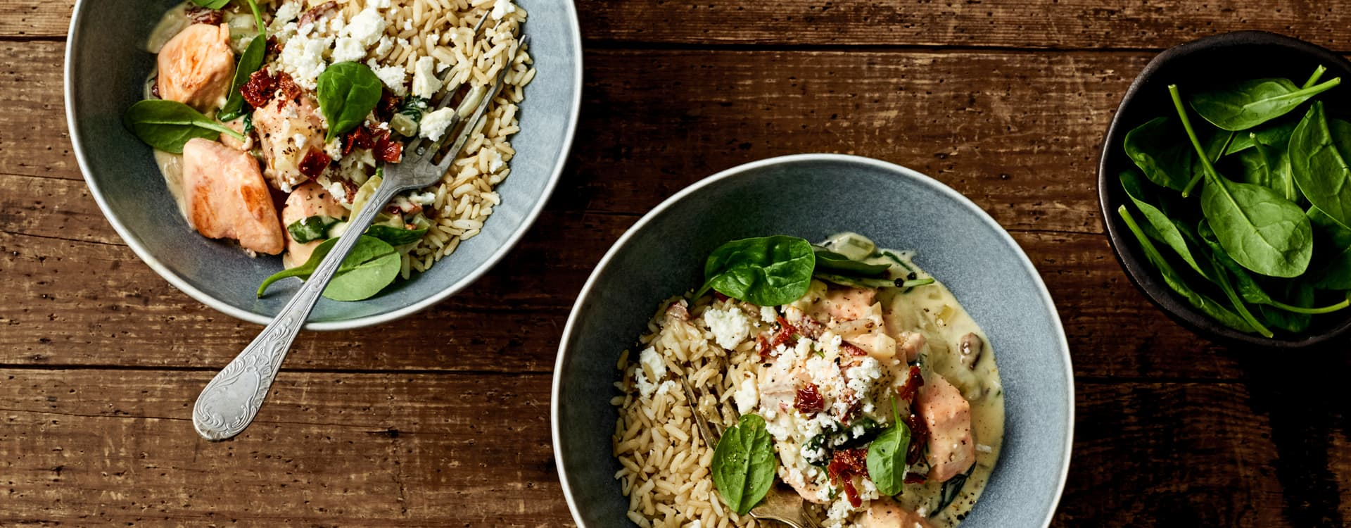 Kremet laksegryte med spinat og soltørkede tomater