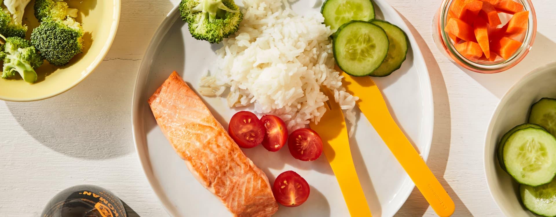 Laks med ris og grønnsaker