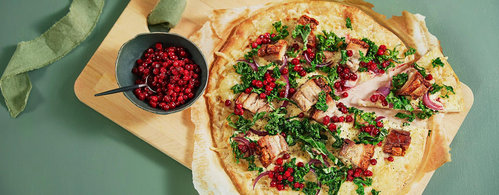 Julepizza med edamer og ribbe