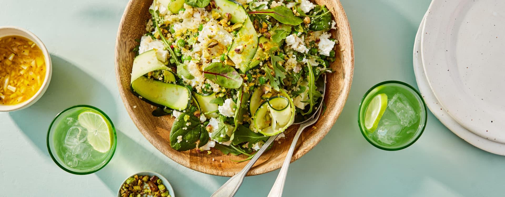 Quinoasalat med squash, erter, feta og pistasj