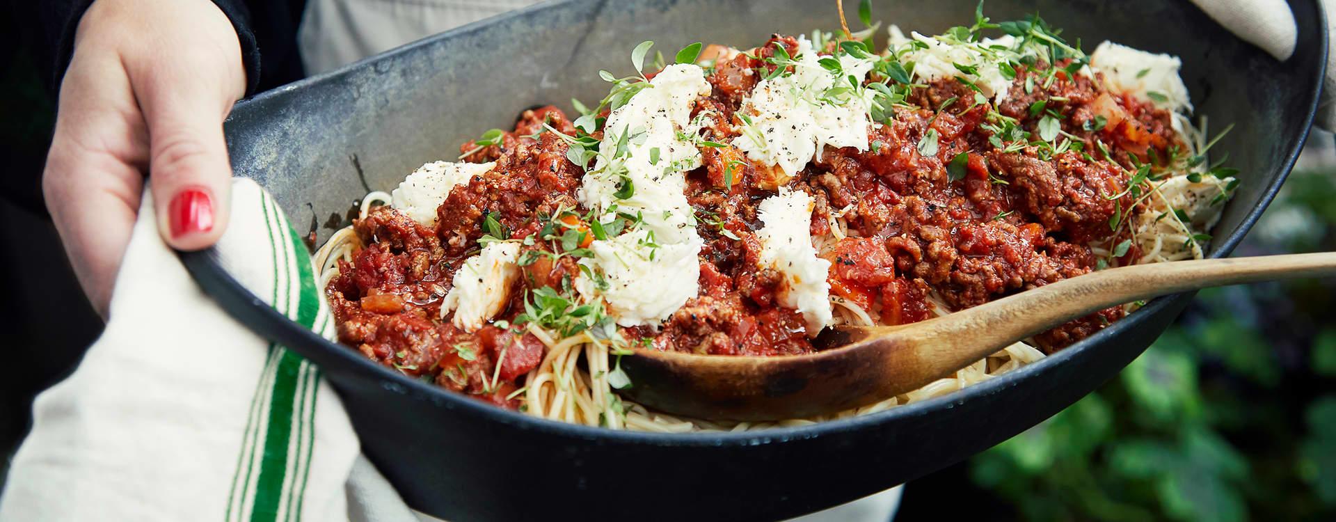 Enkel spaghetti «bolognese» med mozzarella