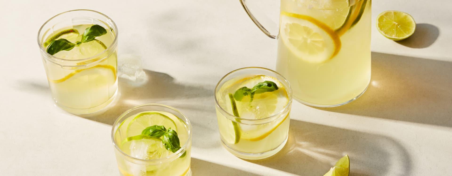 Limonade med basilikum