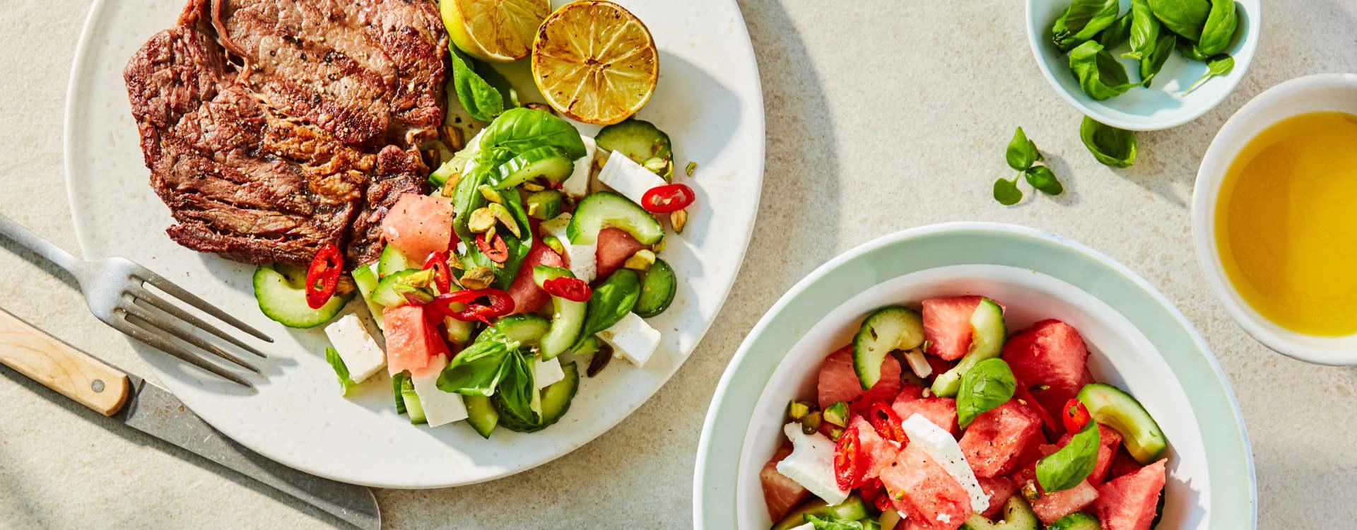 Entrecôte med agurk- og melonsalat