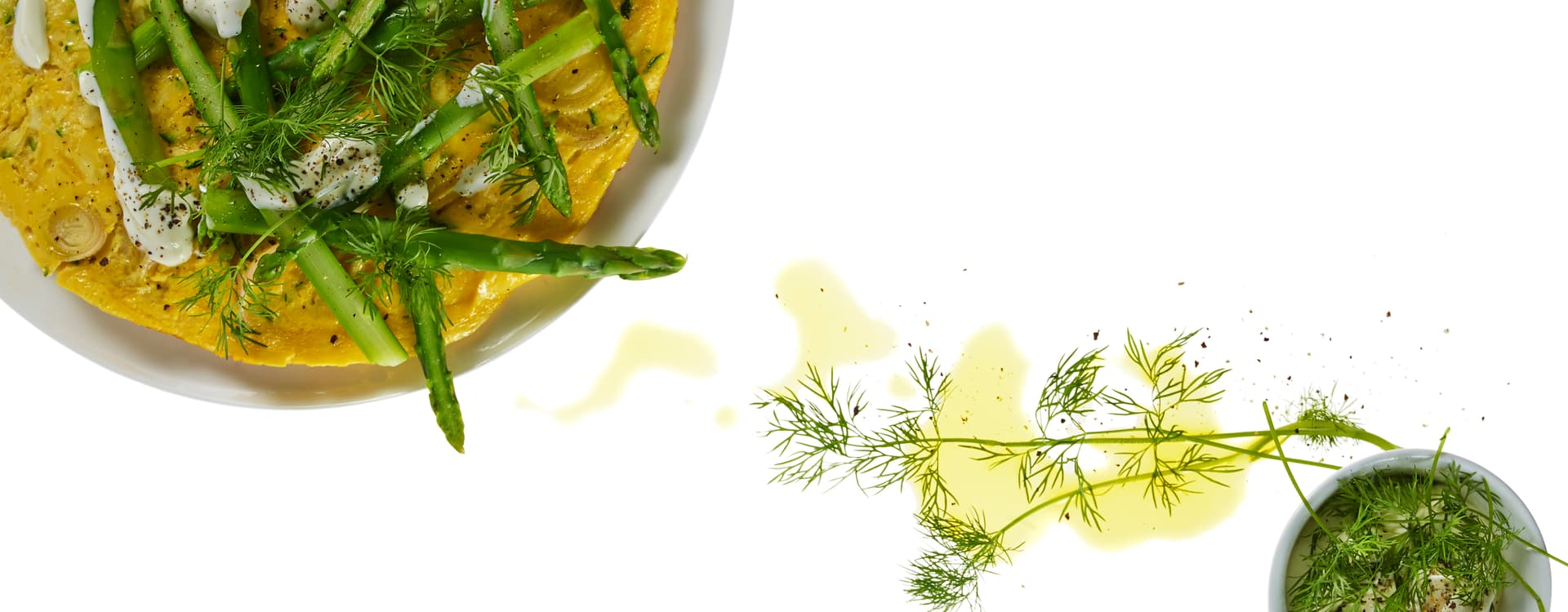 Grønnsakspannekake med dillkrem og asparges