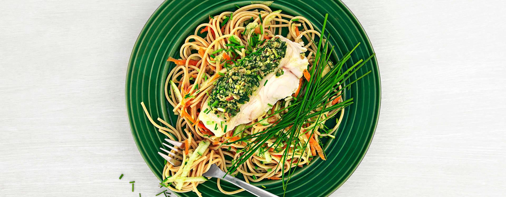 Ovnsbakt steinbit med spaghetti og urtepesto