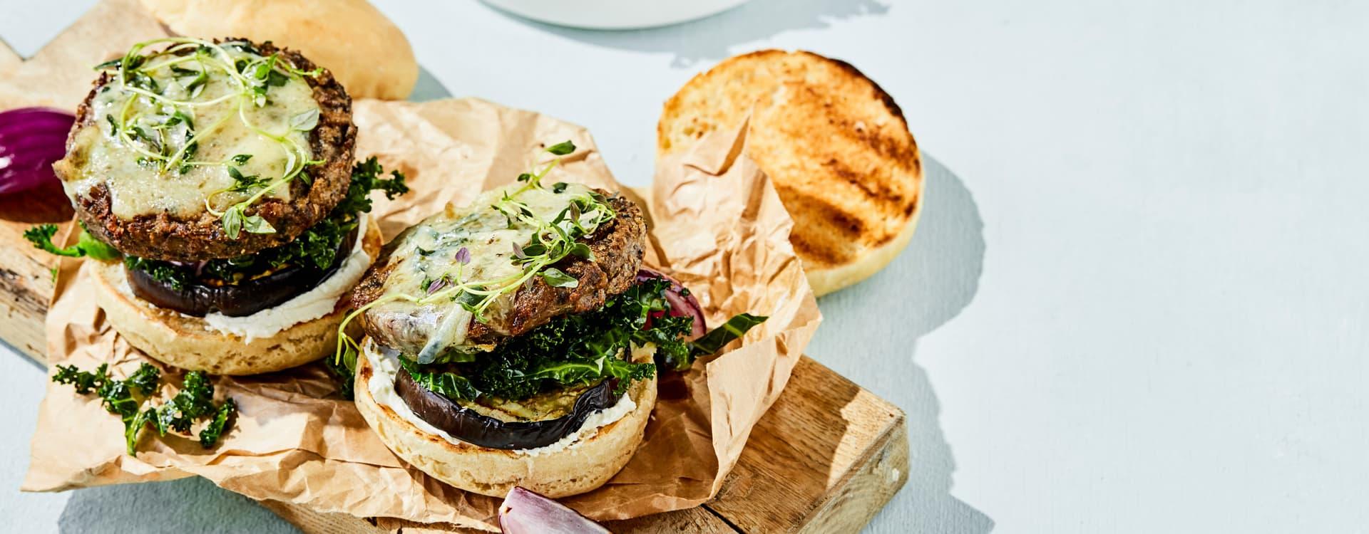 Vegetarburger med hjemmelaget burgerbrød