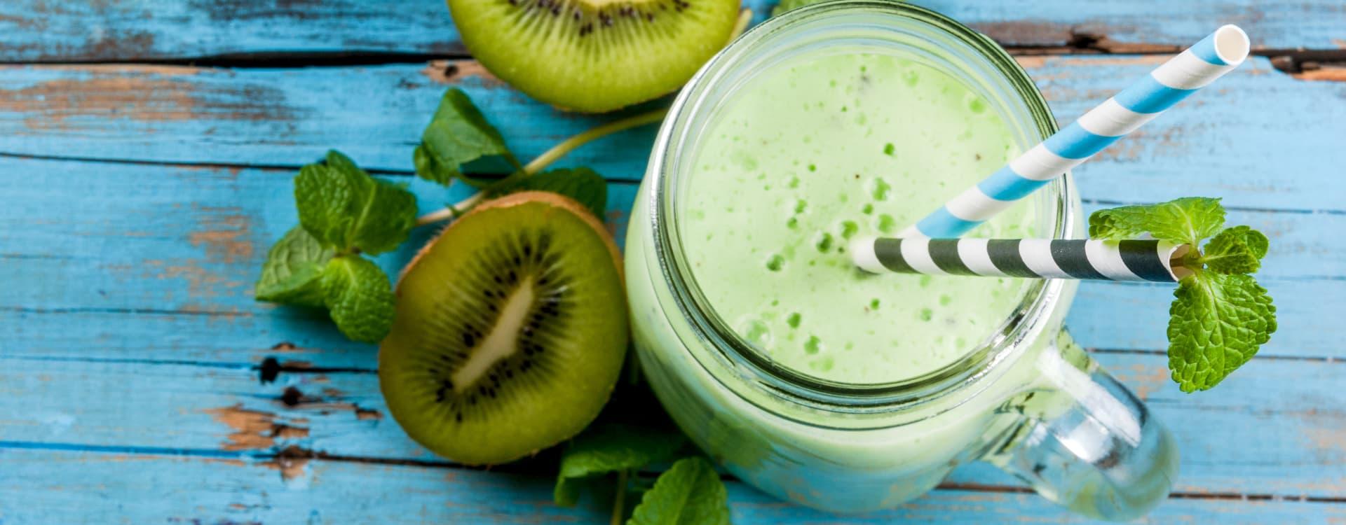 Kiwi og mango-smoothie