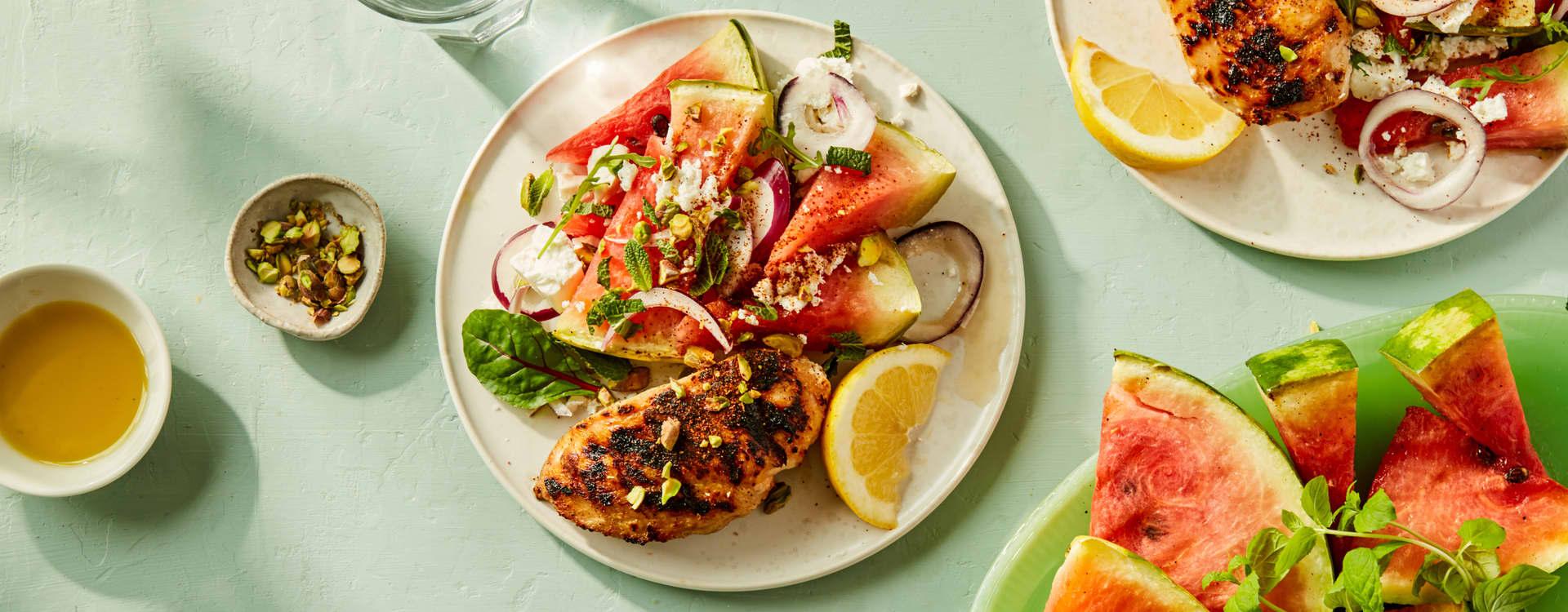 Kylling med grillet vannmelon og salat