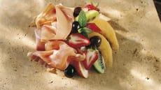 Salat med spekeskinke og tropiske frukter