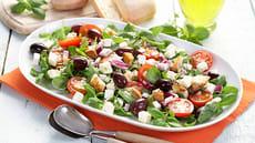 Fargerik salat med basilikum