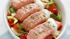Laks og grønnsaker i ovn