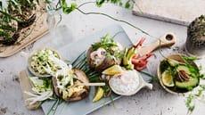 Bakt potet med kyllingsalat