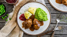 Kjøttkaker med ertepuré