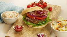 Saftig burger med hjemmelaget cole slaw