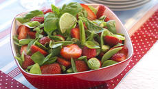 Jordbærsalat med sukkererter