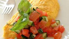 Omelett med ost og tomatsalsa