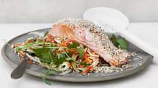 Ovnsbakt soyamarinert laks med råkostsalat og ris