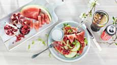 Eple og vannmelonsalat med kokoskrem og granateple-salsa