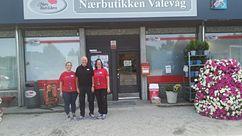 Kjøpmenn og fasade Nærbutikken Valevåg