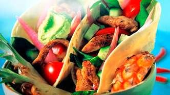 Ananaskylling med ferske grønnsaker og guacamole