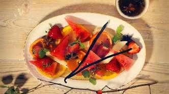 Frisk fruktsalat med appelsin- og ølmarinade