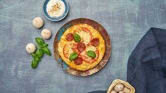Pizza med pepperoni og tomat - november