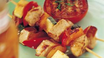 Grillspyd med svinekjøtt og aprikos