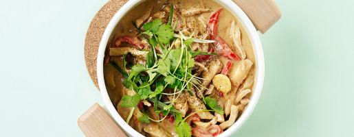 Ytrefilet av svin i strimler med ris og peanøttsaus