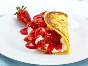 Cottage cheese pannekaker med jordbær og krem